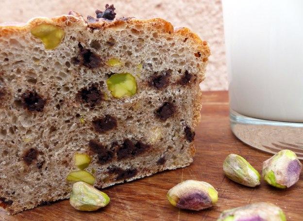Pan de chocolate negro y pistachos. CP